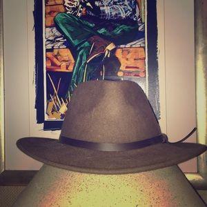 d1a48e2d81e Accessories - Brimmed hat